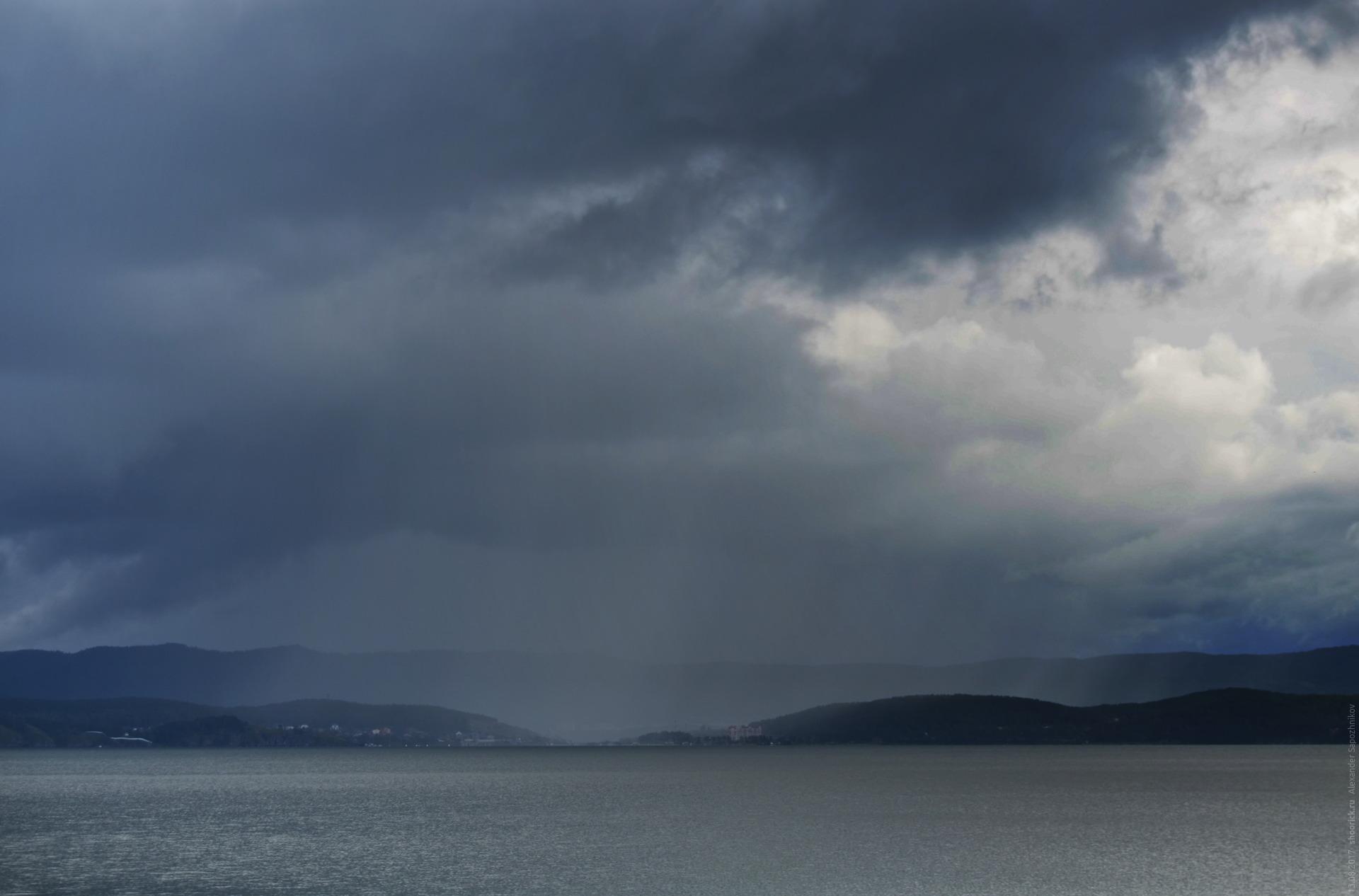 Озеро Тургояк. Дождь над Машгородком